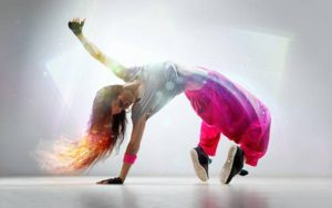 ダンススクール 「 Apollon 」で 楽しく 現役の 若手 プロ たちと ダンス レッスン
